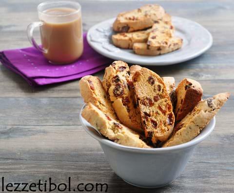 Üzümlü ve Kayısılı Biscotti