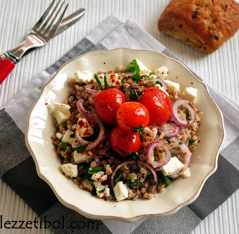 Peynirli Domatesli Karabuğday Salatası