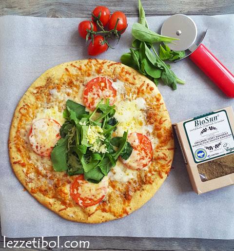Zahterli Peynirli Pizza