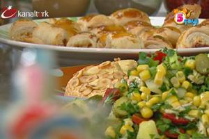 Şeftalili badem kaplı tart,Tavuklu mısır salatası ve Samsa tatlısı