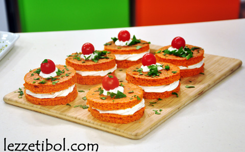 Kırmızı Biberli Sandviç