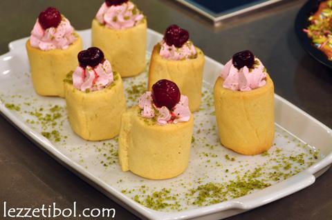 Vişneli Rulo (Vişneli Kolay Pasta)