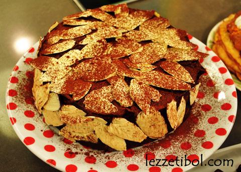 Çikolata Yapraklı Pasta